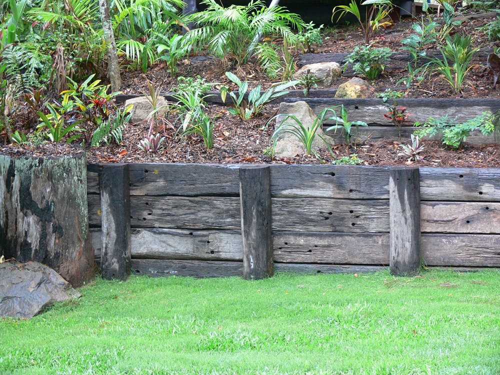 Retaining walls amber leaf landscaping sunshine coast for Retaining wall plants landscaping