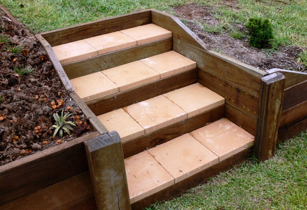 Stairs amber leaf landscaping sunshine coast for Pictures of garden steps designs